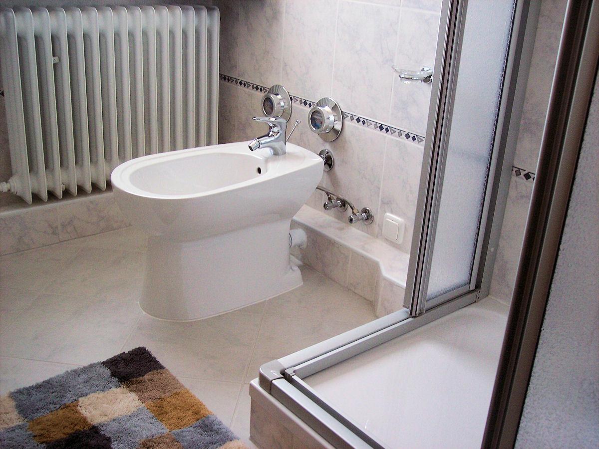 bad dusche ferienwohnung bradtke heikendorf. Black Bedroom Furniture Sets. Home Design Ideas