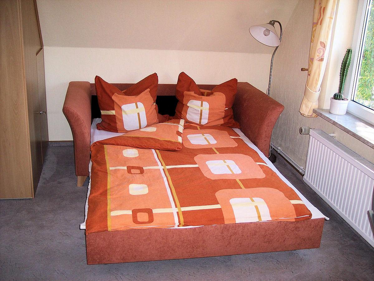 schlafzimmer bett ferienwohnung bradtke heikendorf. Black Bedroom Furniture Sets. Home Design Ideas