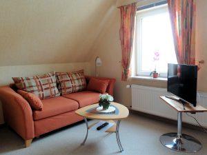 Schlafzimmer Couch – Ferienwohnung Bradtke Heikendorf